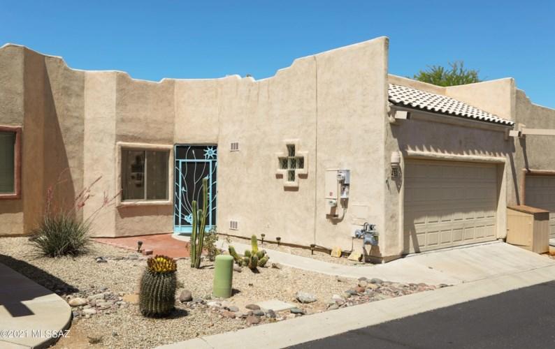 432 W Deerwood Lane, Green Valley, AZ 85614