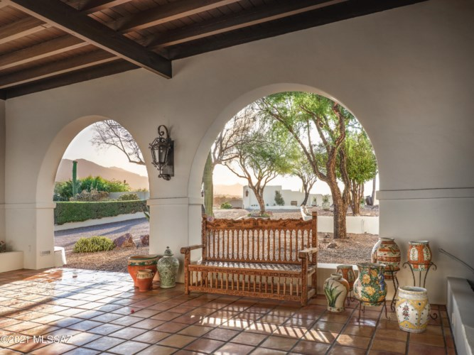 5201 N Hacienda Del Sol Road, Tucson, AZ 85718