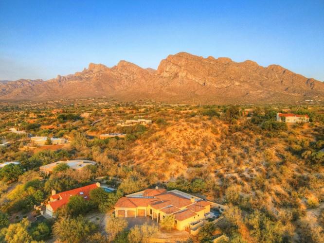 445 W Valoro Drive, Oro Valley, AZ 85737