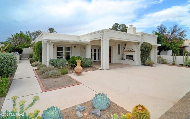 7982 N Casas Cameo, Tucson, AZ 85742