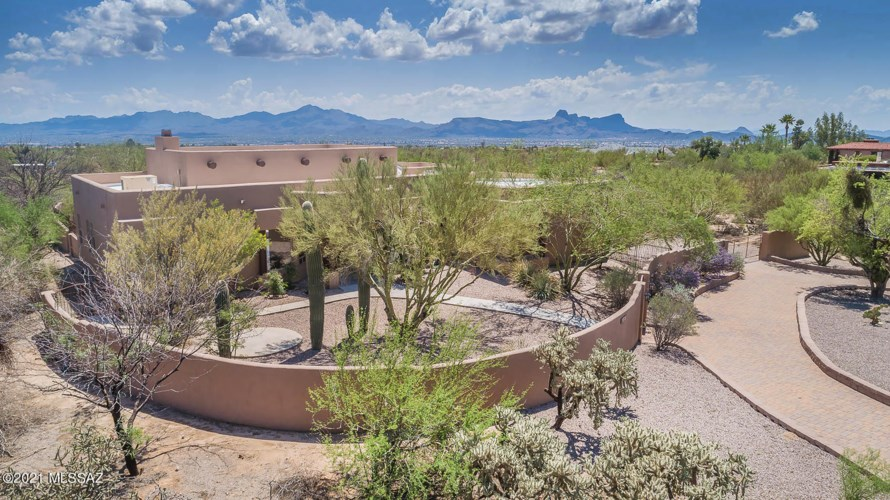 10951 N Camino De Oeste, Tucson, AZ 85742