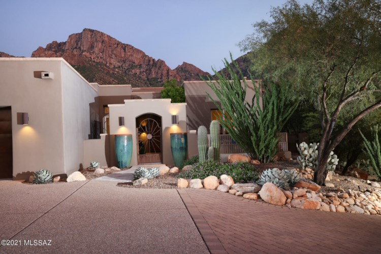 10250 N Cliff Dweller Place, Oro Valley, AZ 85737