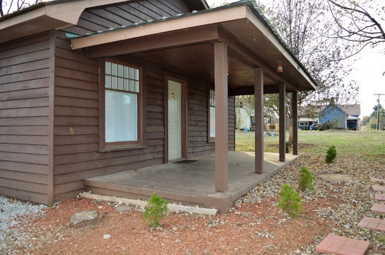113 Oak St, Cowan, TN 37318
