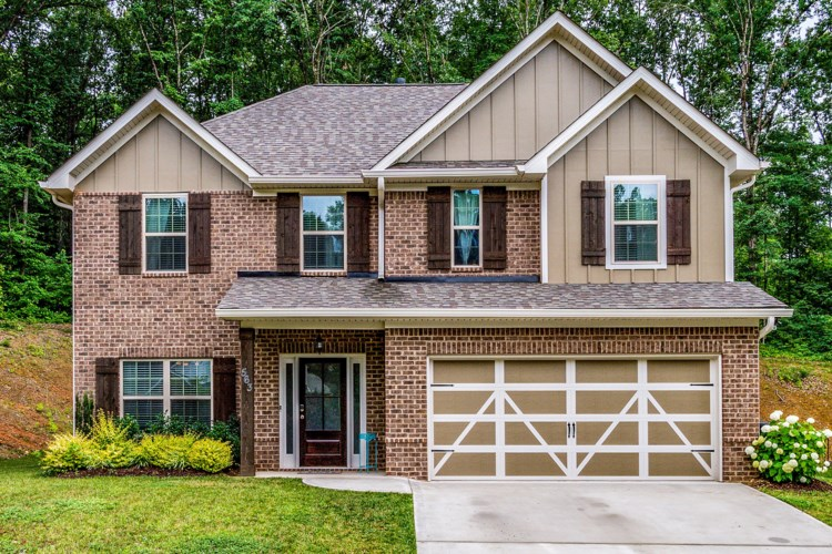 563  Carrington Blvd, Lenoir City, TN 37771