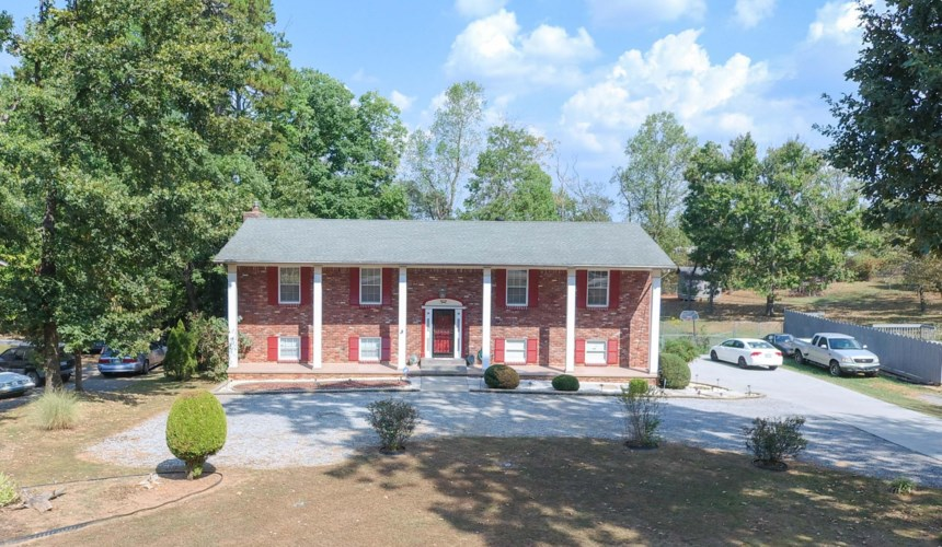 212  Cogdill Rd, Knoxville, TN 37922