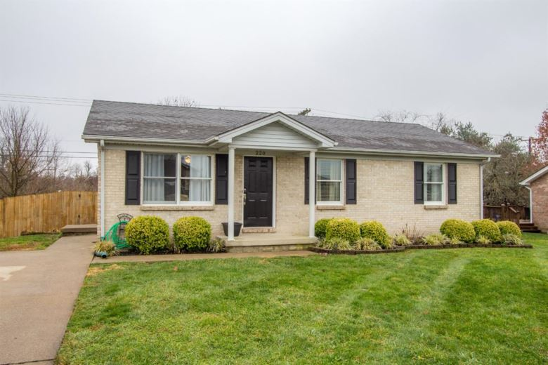 220 Black Hawk Circle, Versailles, KY 40383
