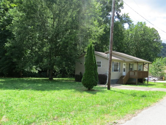 70 Fordson Camp Rd, Wallins, KY 40873
