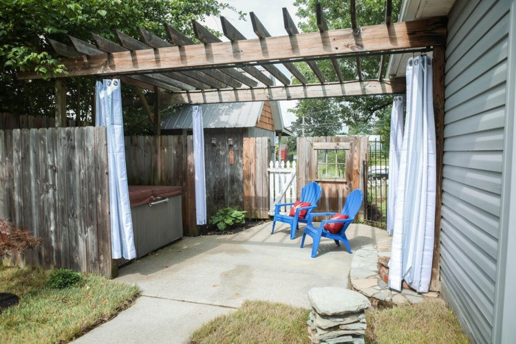 138 College Hill Road, Waco, KY 40385
