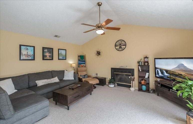 212 Cottage Grove, Midway, KY 40347