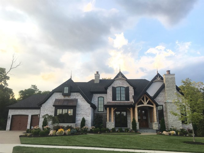 320 Crown Point, Crestview Hills, KY 41017