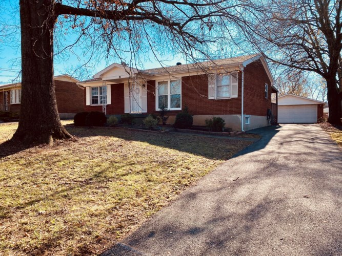 6006 Green Manor Dr, Louisville, KY 40219
