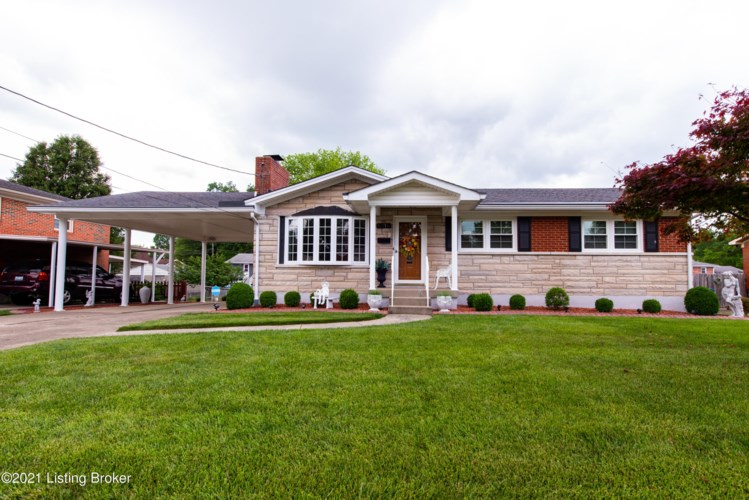 8216 Seaforth Dr, Louisville, KY 40258