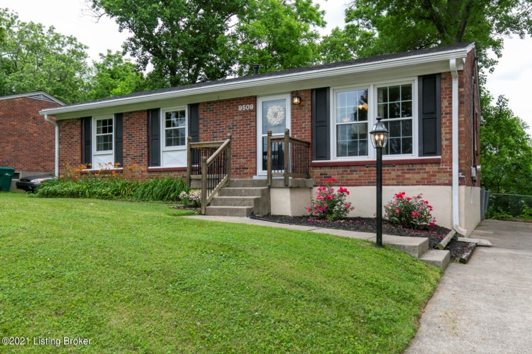 9509 Doewood Ln, Louisville, KY 40291