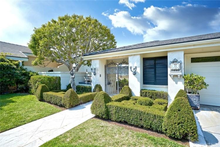 29 Saint Tropez, Newport Beach, CA 92660