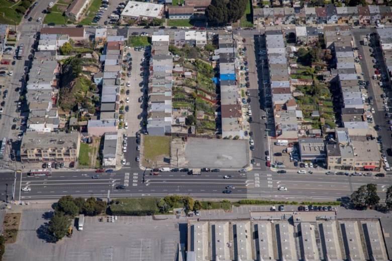 2321 Geneva AVE, DALY CITY, CA 94014