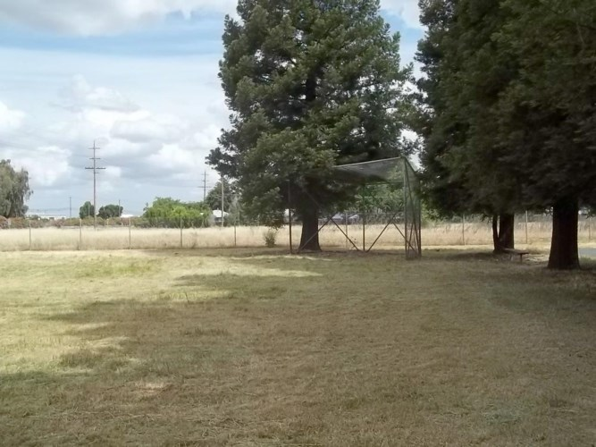 18950 N State Route 99 E Fron Road Highway, Acampo, CA 95220