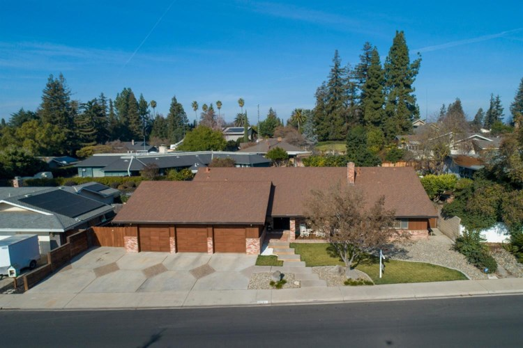 2225 Candlewood Place, Riverbank, CA 95367