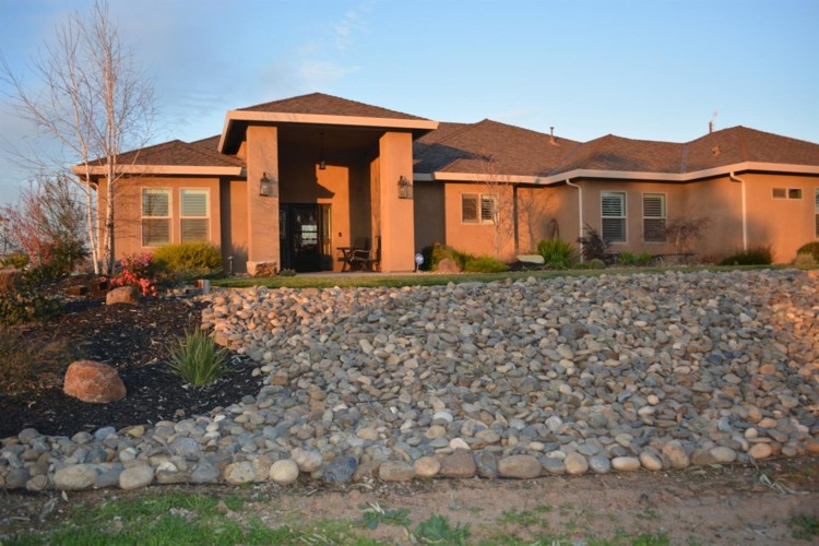 7501 Gilbert Road, Oakdale, CA 95361