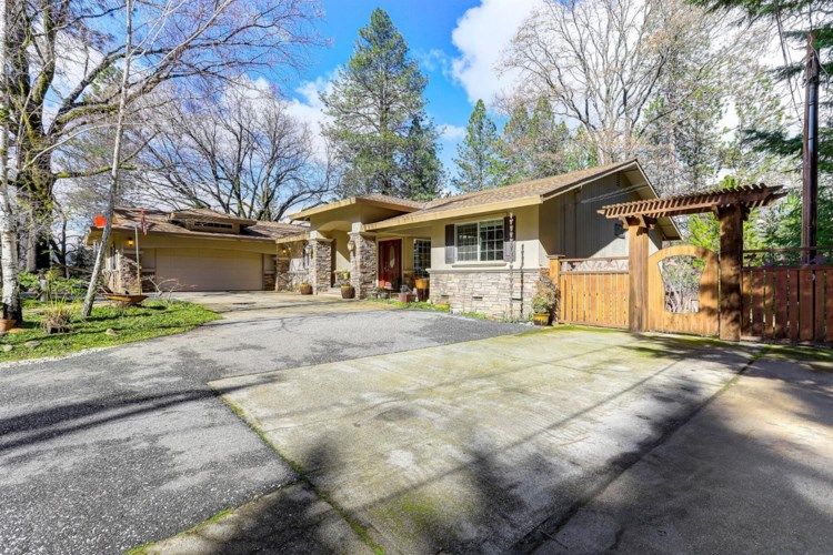 10800 Lone Heron Court, Grass Valley, CA 95949