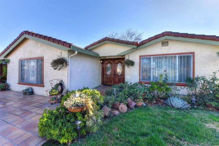 318 Du Bois Avenue, Sacramento, CA 95838
