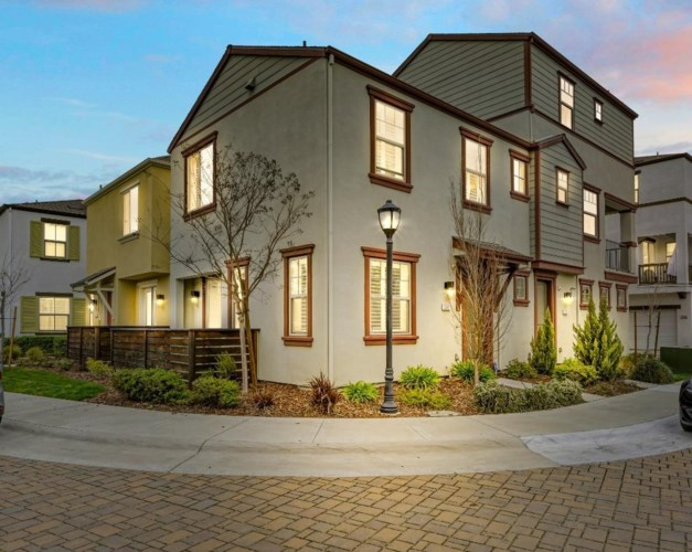 2601 Cleat Lane, Sacramento, CA 95818