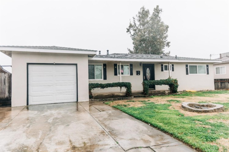 921 E E Street, Oakdale, CA 95361