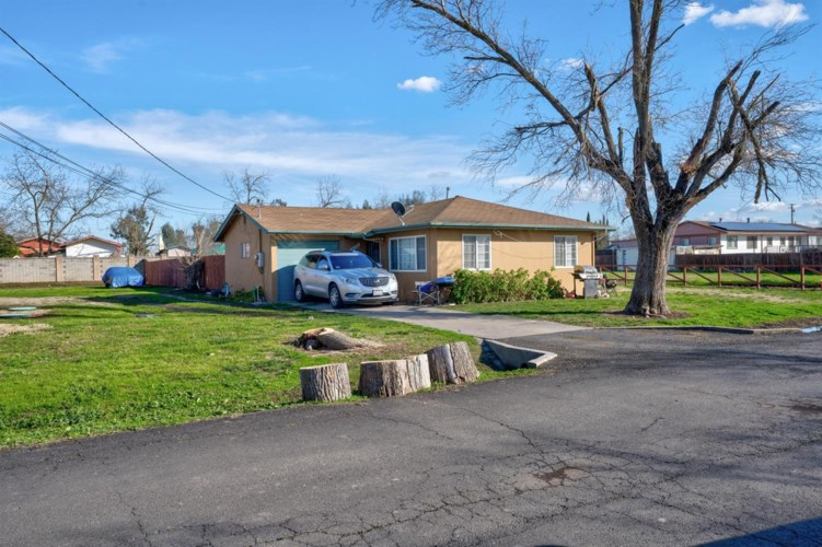 4851 Warren Avenue, Sacramento, CA 95838