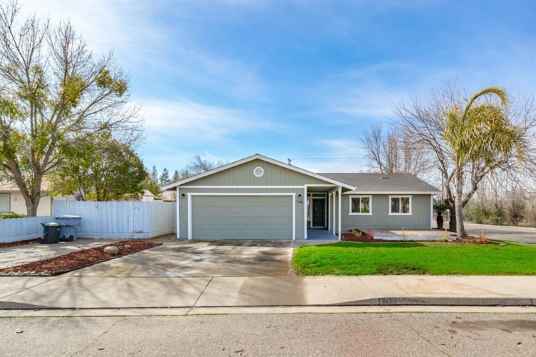 798 Smithwood Drive, Oakdale, CA 95361