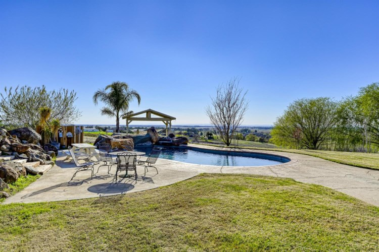 900 Valley View Circle, Lincoln, CA 95648