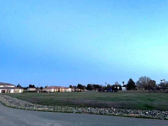 10452 Halfway Court, Elk Grove, CA 95624