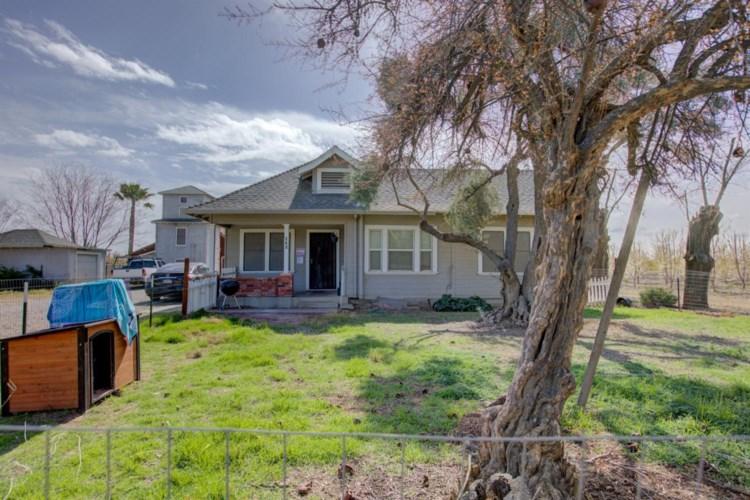 678 Orange Avenue, Patterson, CA 95363