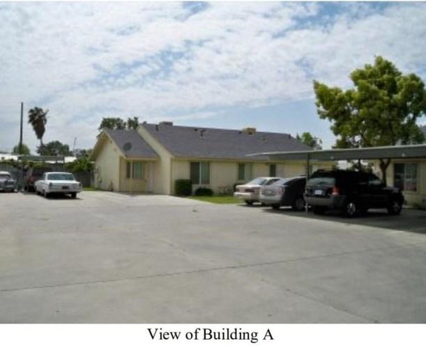 1452 S College Avenue, Dinuba, CA 93618