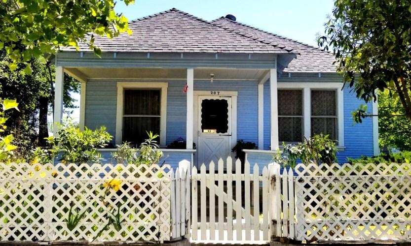 207 D Street, Roseville, CA 95678