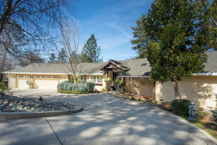 10601 Mountain View Ct, Grass Valley, CA 95949