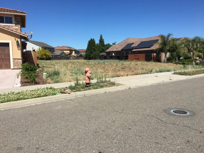 989 N Canyon Drive, Ceres, CA 95307