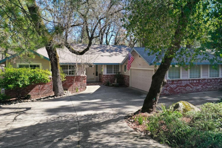 19098 Lake Forest Drive, Penn Valley, CA 95946