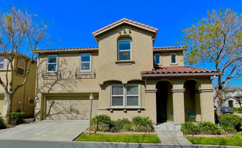 4 Shadmoor Place, Sacramento, CA 95835