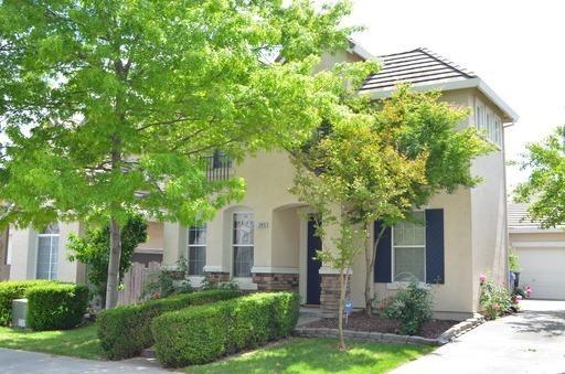 2048 Fenmore Way, Sacramento, CA 95835