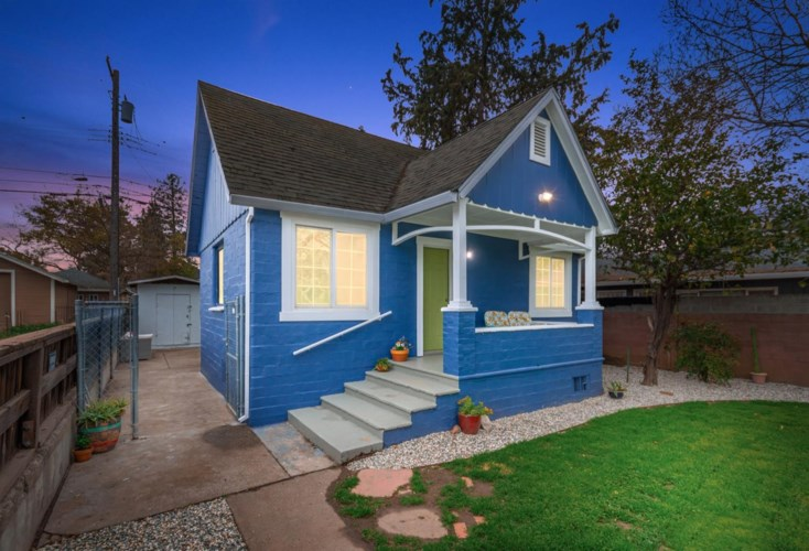 3754 5th Avenue, Sacramento, CA 95817