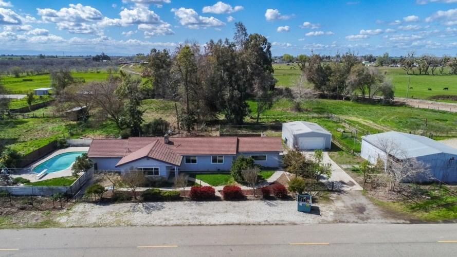11213 Walnut Avenue, Oakdale, CA 95361