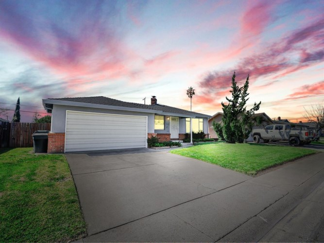6328 Laurine Way, Sacramento, CA 95824
