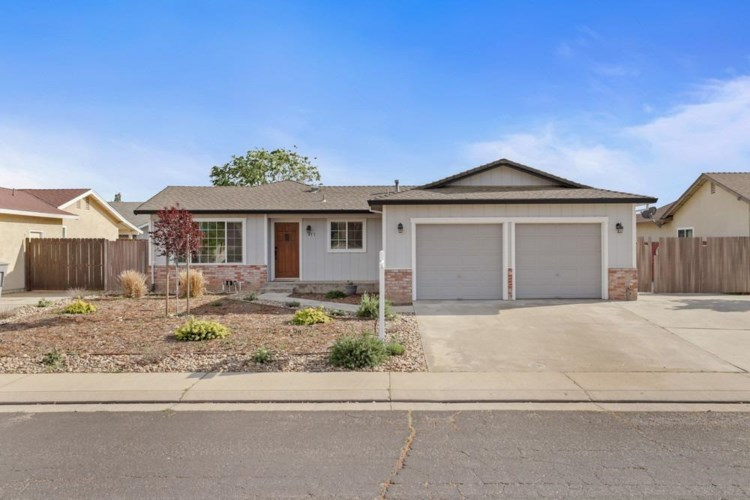 477 Valdapena Way, Escalon, CA 95320