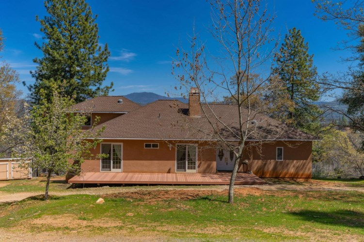 6103 S Railroad Flat Road, Mountain Ranch, CA 95246