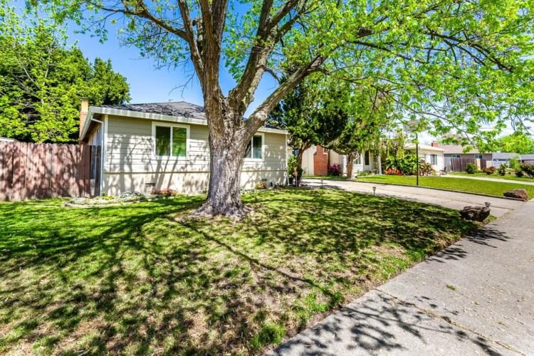 2141 Berg Avenue, Sacramento, CA 95822