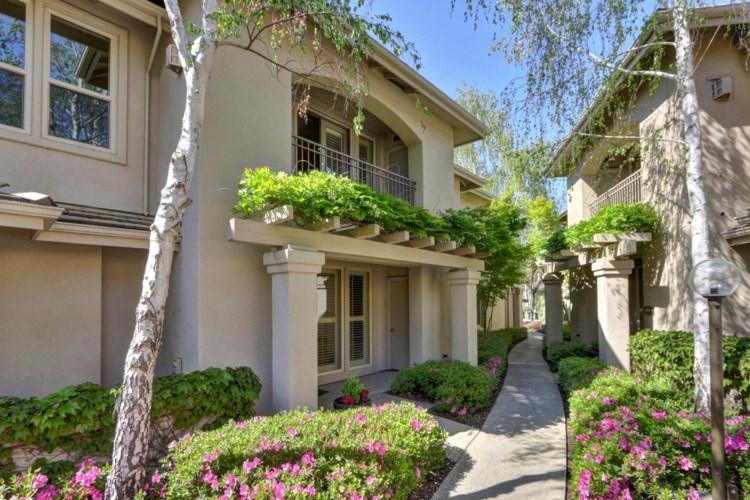 11276 Stanford Court Lane  #502, Gold River, CA 95670