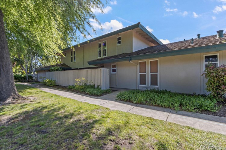 711 Roundtree Court, Sacramento, CA 95831