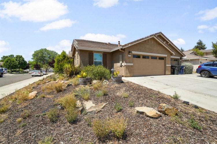 8716 W. Wing Drive, Elk Grove, CA 95758