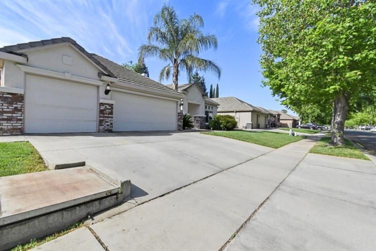 944 Santa Barbara Way, Yuba City, CA 95991