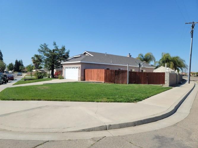 1244 Hillcrest Street, Selma, CA 93662