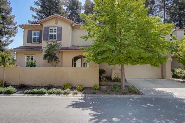 8088 Linda Isle Lane, Sacramento, CA 95831
